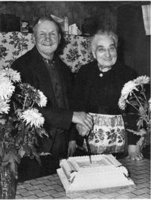 Click for a larger image of Charles and Edith Emily (nee Hiscock) Harris