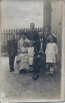 Click for a larger image of Ivor John Hiscock and family