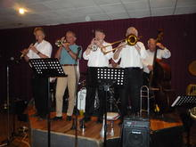 Click for a larger image of THE APEX JAZZMEN